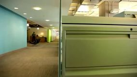 Oficina de negocios moderna almacen de metraje de vídeo