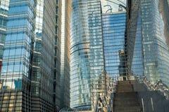 Oficina de negocios moderna del rascacielos, extracto corporativo del edificio Imagen de archivo libre de regalías