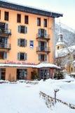 Oficina de turismo en Chamonix, Francia imagenes de archivo