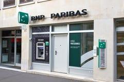 Oficina del banco de BNP Paribas en París Foto de archivo libre de regalías