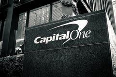 Oficina del capital uno en Park Avenue Foto de archivo libre de regalías