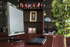 Oficina del ejecutivo de operaciones con PC de sobremesa Foto de archivo