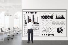 Oficina del espacio abierto del blanco, infographics del hombre de negocios Fotografía de archivo