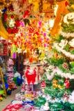 Oficina del interior de la decoración del árbol de navidad Imagen de archivo libre de regalías
