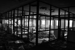 Oficina destruida por el fuego Imagenes de archivo