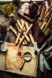 Oficina do escrevente e do witcher com rolos e ingredientes fotos de stock