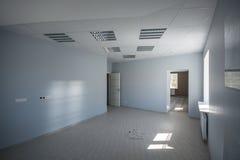 Oficina interior, construcciones modernas Imágenes de archivo libres de regalías