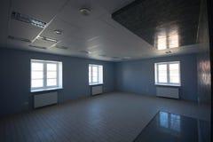 Oficina interior, construcciones modernas Fotos de archivo libres de regalías