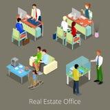 Oficina isométrica de Real Estate Interior plano 3d con los encargados y los clientes Imagenes de archivo