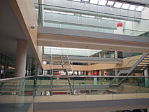 Oficina moderna ÉL interior corporativo foto de archivo