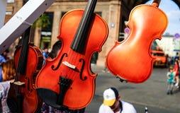 Oficina para a produção e o reparo dos violinos fotografia de stock royalty free