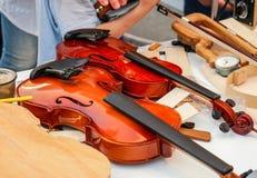 Oficina para a produção e o reparo dos violinos imagem de stock royalty free