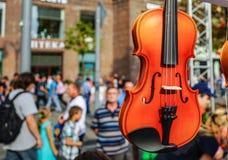 Oficina para a produção e o reparo dos violinos foto de stock royalty free