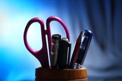 Oficina: Tenedor del lápiz con el contenido Fotografía de archivo libre de regalías
