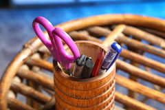 Oficina: Tenedor del lápiz con el contenido Fotos de archivo libres de regalías