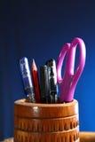 Oficina: Tenedor del lápiz con el contenido Foto de archivo