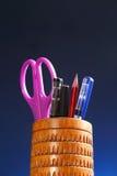 Oficina: Tenedor del lápiz con el contenido Fotos de archivo