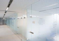 Oficinas modernas de la compañía fotos de archivo
