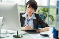 Oficinista de sexo femenino Imagen de archivo libre de regalías