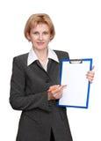 Oficinista de sexo femenino aislado en el fondo blanco Foto de archivo