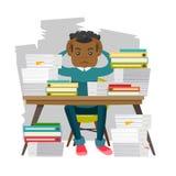 Oficinista joven de la desesperación con los montones de papeles libre illustration