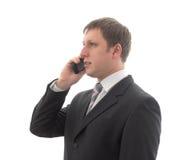 Oficinista que habla en un teléfono móvil. imagen de archivo