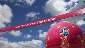 Oficjalni symbole 2018 FIFA puchar świata w Rosja przeciw niebu z chmurami zbiory