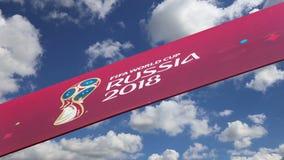 Oficjalni symbole 2018 FIFA puchar świata w Rosja przeciw niebu z chmurami zdjęcie wideo