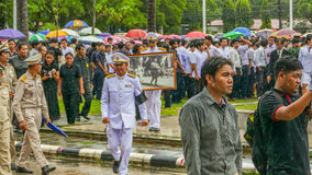 Oficjalny wynagrodzenie szacunek zmarły królewiątko Bhumibol Adulyadej Fotografia Royalty Free