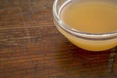 Ofiltrerad rå äppelcidervinäger Arkivfoton