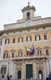OfPalazzo Montecitorio взгляда и его обелиск в Риме стоковые изображения