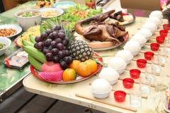 Ofrecimiento de la comida del antepasado Fotografía de archivo libre de regalías