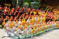 Ofrecimiento de rogación y sacrificatorio por la figura del gallo de lucha del uso Fotografía de archivo