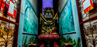 Ofrecimiento sacrificatorio para dios en la capilla china Fotos de archivo