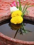 Ofrendas de la flor en Sukhothai Tailandia Imagenes de archivo