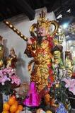 Ofrendas tradicionales para las bebidas espirituosas y dioses en una pagoda Hanoi, V Fotografía de archivo