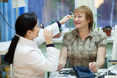 Oftalmologista e paciente Imagem de Stock