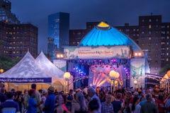 Ogólnospołeczna taniec pełni lata nocy huśtawka Zdjęcia Stock