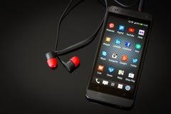 Ogólnospołeczne medialne ikony na mądrze telefonu ekranie Zdjęcia Stock