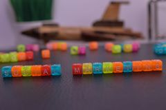 Ogólnospołeczny marketing na drewnianych blokach zdjęcie royalty free