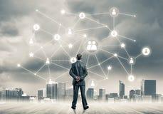 Ogólnospołeczny podłączeniowy pojęcie rysujący na ekranie jako symbol dla pracy zespołowej obrazy royalty free
