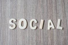 OGÓLNOSPOŁECZNY słowo drewniani abecadło listy Biznes i pomysł zdjęcia royalty free