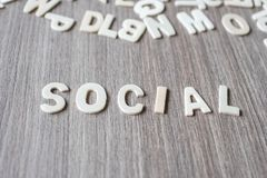 OGÓLNOSPOŁECZNY słowo drewniani abecadło listy Biznes i pomysł zdjęcie stock