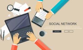 Ogólnospołeczny sieci i gawędzenia wektor Globalna komunikacja, e opancerzanie, sieci wezwania Pracujący biurko z podołek pastylk royalty ilustracja