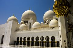 Ogólny widok Sheikh Zayed meczet w Abu Dhabi, Zlany araba Em Zdjęcie Stock