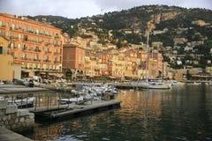 Ogólny widok Zwyczajny, Provence, Francja w wczesnym poranku zdjęcie stock