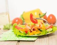ogórkowej świeżej sałaty mieszanki sałatkowy pomidorowy warzywo Obrazy Royalty Free
