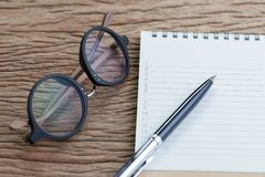 Ogłoszenie towarzyskie robić listom lub rzeczy dla pracy, zadanie listy i priorytetu, zdjęcia royalty free
