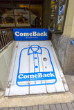 Ogłoszenie umieszczający na wejściu loch w Bern zdjęcia stock