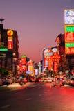 Og Chinatown, Bangkok, Tailandia de las luces de neón Foto de archivo